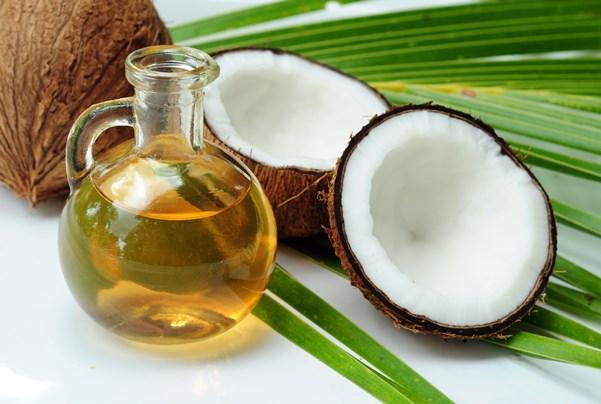 Use o óleo de coco na  umectação. (Foto: Divulgação)
