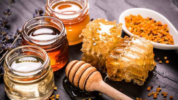 Hidratação com mel nos cabelos